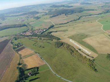 zwischen Wohlmuthausen und Gerthausen in der Thürinigschen Vorderrhön befindet sich der erste Schutzacker Thüringens (Foto: D. Stremke, 2006)