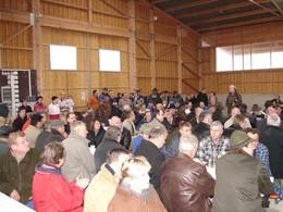 Die Stalleinweihung stieß auf reges öffentliches Interesse und zahlreiche Gäste wohnten dem Ereignis bei (Foto: J. Gombert)