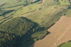 Mit einer Chesna flog Herr Stremke alle zwei Jahre über das Projektgebiet. So enstanden immer im Herbst sehr gute Überblicksfotos von den Bereichen, die über das NSGP gepflegt wurden.