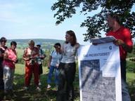 Projektleiterin Petra Ludwig und Arno Rudolf vom Thür. Schafzuchtverband bei einer Exkursion mit unterfränkischen Schäfern