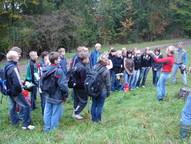 Pflegeeinsatz mit einer 9. Klasse des Rhöngymnasiums Kaltensundheim am Kuhkopf bei Diedorf (KG 3)